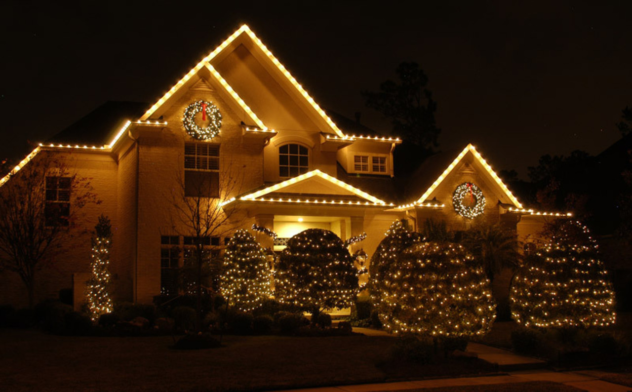 holiday outdoor lighting decorating services