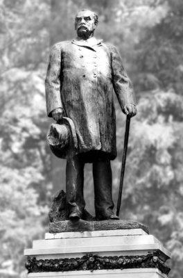 Morton-Statue